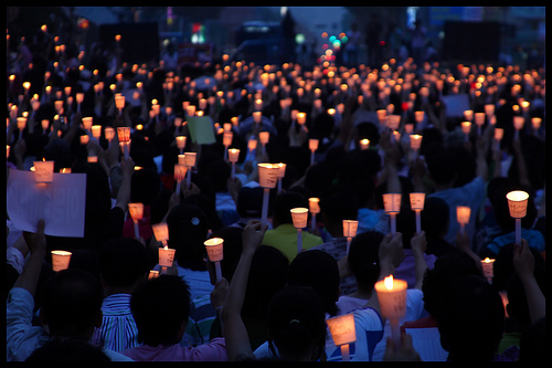 Photo of candlelight protests in Cheongju, South Korea, on June 10, 2008